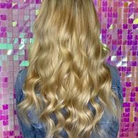 Superbe pose de nos extensions russes à kératine (100 mèches) par la talentueuse @hairextensiion , avec un joli effet méché blond / platine 🙌🏻