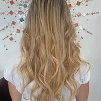 Pose de 115 mèches à kératine par @metamorphosefeeling.coiffure pour un résultat naturel et sans démarcation ✨